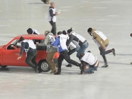 W Rosji w curling gra się... samochodami