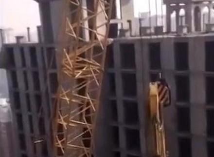 Chińczycy w efektowny sposób dokonują rozbiórki wieżowca