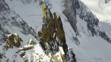 Mały domeczek w sercu szczytu góry Mont Blanc