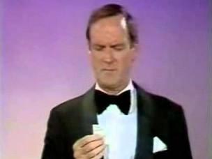 John Cleese dziękuje każdemu na świecie podczas odbioru nagrody