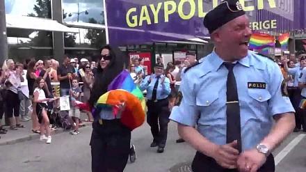 Szwedzka policja czuwa... na paradzie gejów