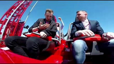 Facet zderzył się z ptakiem na rollercoasterze