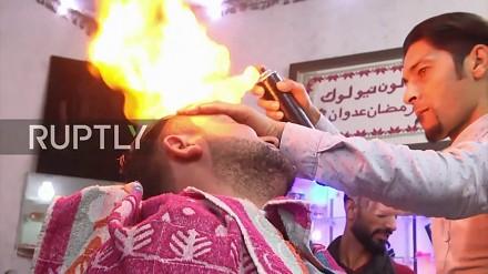 W Pakistanie używa się ognia do strzyżenia włosów