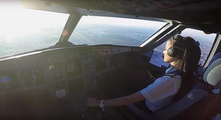 Piękna pani pilot za sterami Airbusa A320
