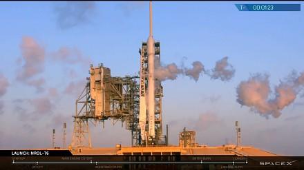 Lądowanie rakiety Falcon 9, jakiego jeszcze nie widzieliśmy