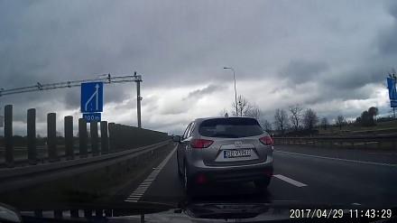 Wyjazd na majówkę z Gdańska utrudniany przez kretynów