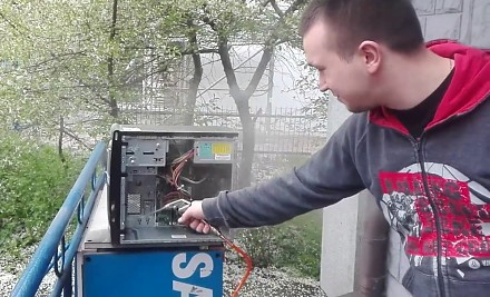 Czyszczenie komputera kompresorem