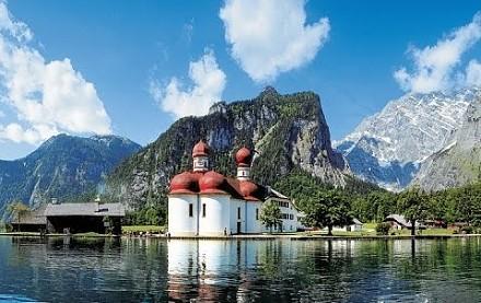 Niesamowite echo na jeziorze w Bawarskich Alpach