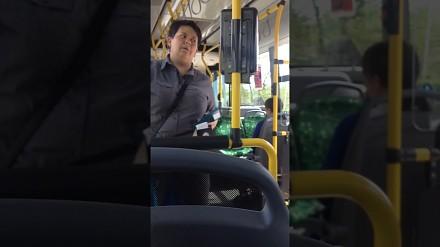 Kanarzy biorą się teraz za wąchanie pasażerów?