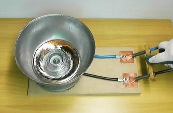 Tworzenie wiru z rtęci pod wpływem przepływu prądu