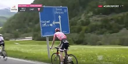 Lider Giro d'Italia zatrzymuje się na... dwójeczkę!