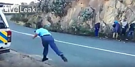 Policja wymierza sprawiedliwość złodziejom jabłkami