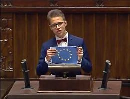 """""""Lewicowa hołota"""" i targanie flagi UE - dziś w Sejmie rządziła młodzież"""