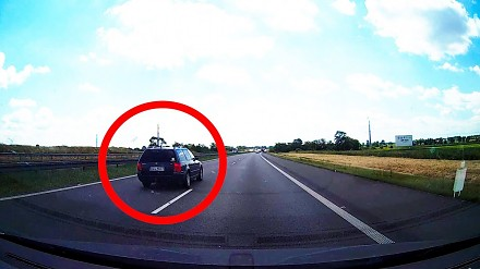 Debil w passacie zatrzymuje ruch na autostradzie A4