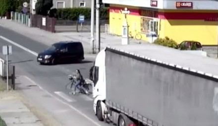 Kierowca TIR-a omal nie rozjechał rowerzystów w Raciborzu
