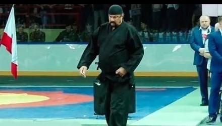 Mistrzowie sztuk walki dają popis swoich umiejętności