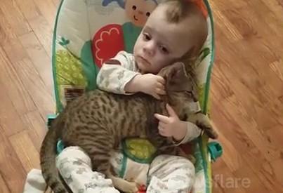 Po prostu dziecko i jego kotek
