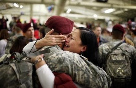 Żołnierze powracający do domu