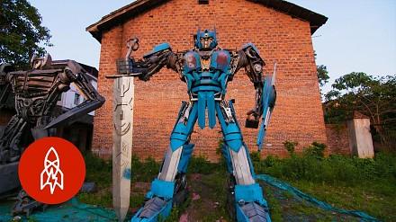 Chiński farmer zbudował transformersa ze śmieci