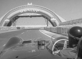 Poczuj się jak Mike Hawthorne w jaguarze na Le Mans 1956