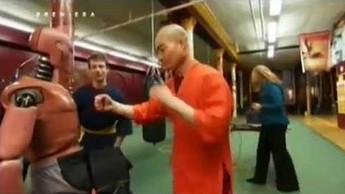 Legendarne uderzenie Bruca Lee wykonane przez mnicha