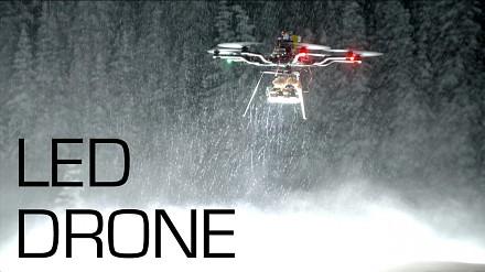 Dron z 250 000 lumenowymi diodami