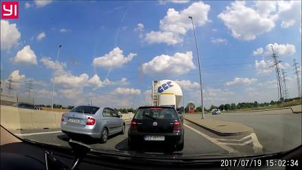 Szeryf w skodzie na zjeździe z A1 w Zabrzu