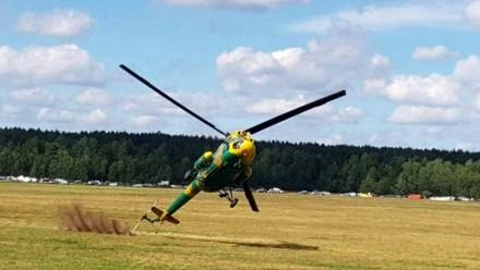 Pokaz akrobacji śmigłowcem Mi-2 i o włos od tragedii