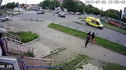 Rowerzystka potrącona przez karetkę na sygnale