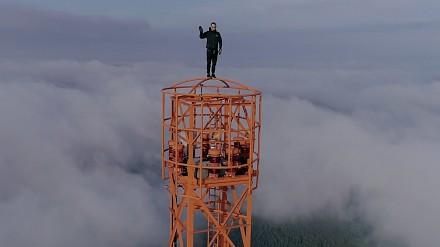 Polak zawstydził Rosjan i wspiął się nielegalnie na 363-metrowy maszt w Niemczech