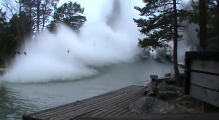 Efektowna eksplozja na fińskiej rzece