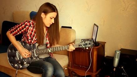 Nareszcie - dziewczyna, która zdobywa widzów grą na gitarze, a nie cyckami