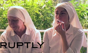 """Te siostry to nasi bracia. Sprzedają i palą marihuanę, by """"uzdrowić świat"""""""