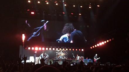Foo Fighters i Rick Astley wykonują Smells Like Teen Spirit