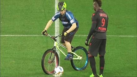 Dał fance swoje przepocone spodenki, czyli zabawne momenty w futbolu