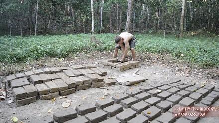 Primitive Technology: Cegły i dachówki z błota