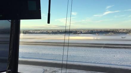 F-16 startujące w lodowej mgle przy -40°C