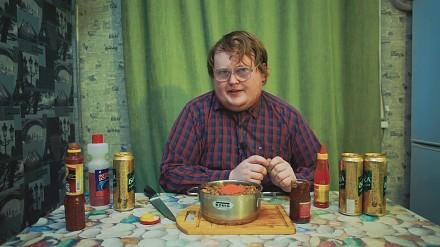 RED własnoręcznie przygotowuje sos chili