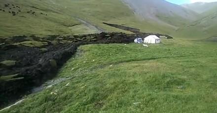 Topniejąca wieczna zmarzlina płynie niczym lawa przez Wyżynę Tybetańską