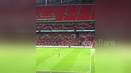 Kibic zdobył nietypowego gola na Wembley. Z 270 m!