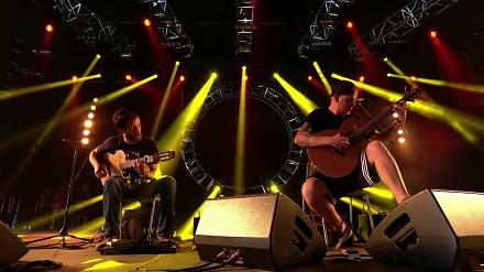 DJ Tiesto wykonany na gitarach akustycznych