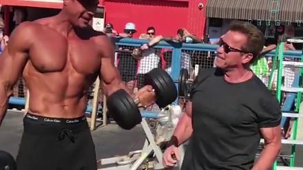 70-letni Arnold Schwarzenegger ponownie odwiedza Muscle Beach w Los Angeles