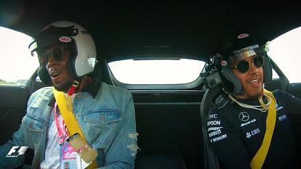 Lewis Hamilton pokazuje Usainowi Boltowi, co potrafi za kółkiem Mercedesa AMG GT R