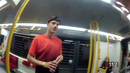 Młody Polak ścigał sie z metrem w Warszawie