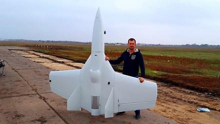 Samolot odrzutowy z silnikiem własnej konstrukcji