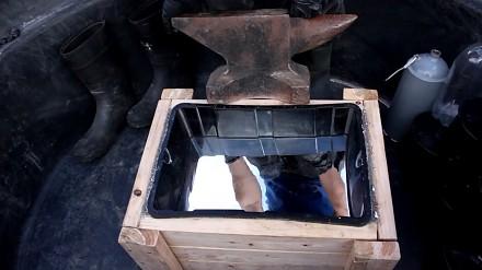 Czy ciężkie, żelazne kowadło będzie pływać w rtęci?