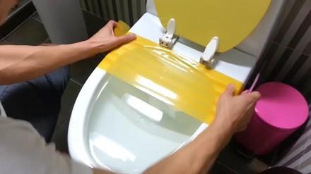 Azjatycki sposób na zapchaną toaletę