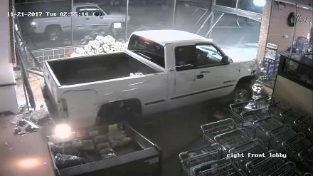 Solidna rozpierdółka przy kradzieży bankomatu w Alabamie