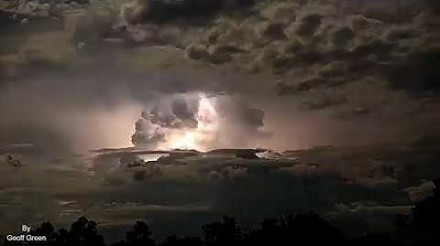 Spektakularna mega burza z piorunami w Australii