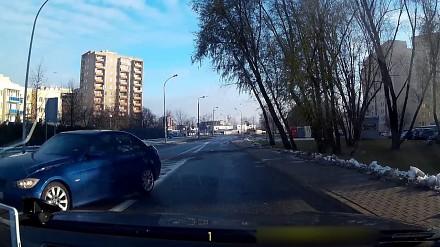 Roztańczone BMW na warszawskiej ulicy